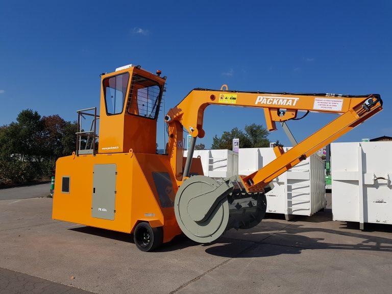 PK404 compacteur sur site déchèterie permettant la compaction des bennes de déchets packmat system