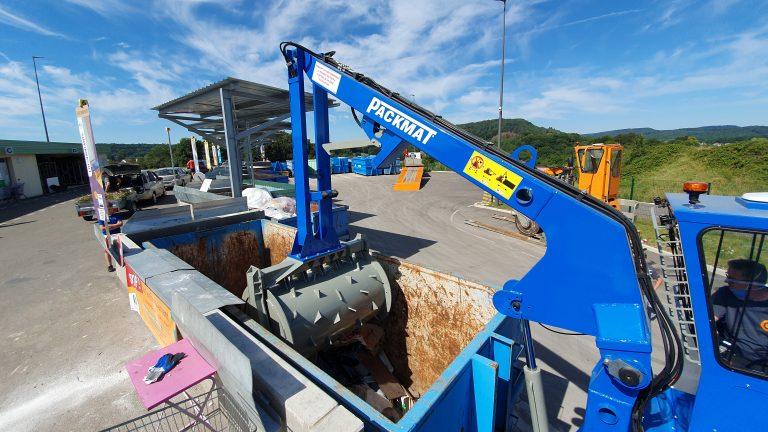 Compacteur electrique sur site déchèterie permettant la compaction des bennes de déchets packmat system